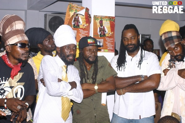 Sizzla and crew © Locksley Clarke