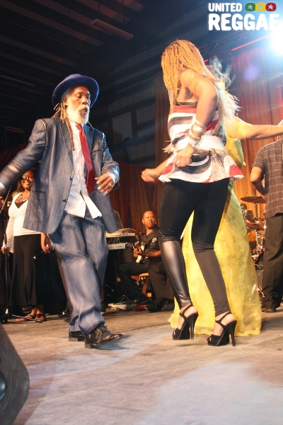 Big Youth and Nadine Sutherland have a go at it on the dance floor © Steve James