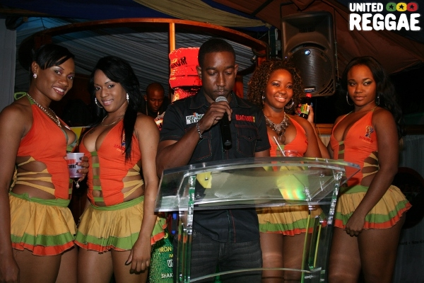 Magnums Brand Manager and the Magnum ladies © Steve James