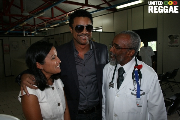 BNS, Shaggy and Dr Ennis from the Bustamante Children Hospital © Steve James