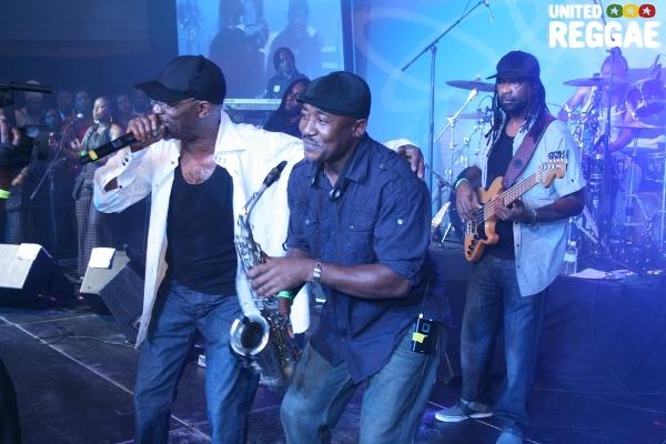 Beres Hammond and Saxophonist Laroque © Steve James