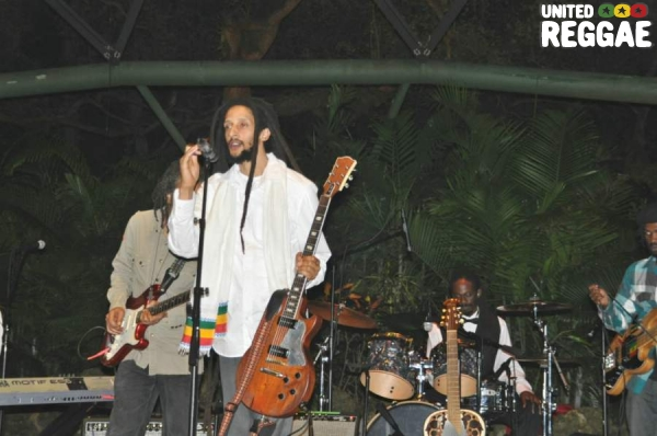 Julian Marley and band © Gail Zucker