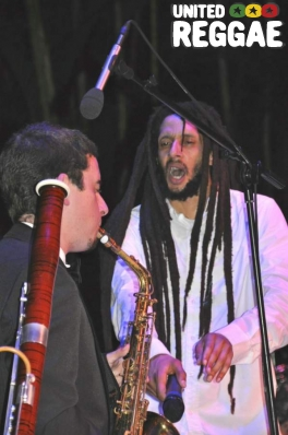 Julian Marley with sax player © Gail Zucker