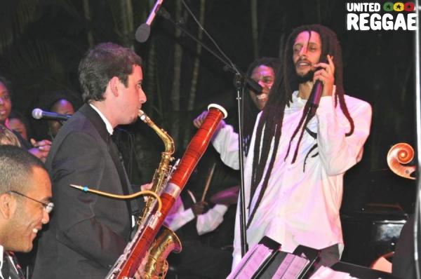 Julian with sax and bassoon players © Gail Zucker