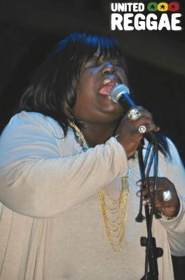 Valerie Parnam - choir © Gail Zucker