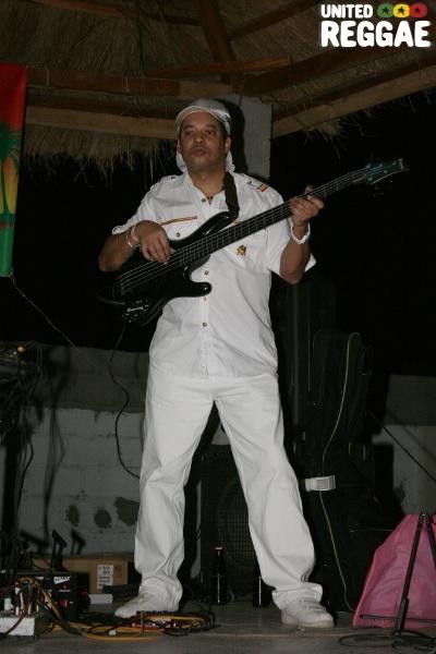 Mafia on bass © Steve James