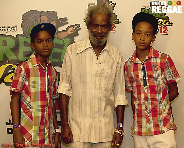 Max Romeo and sons backstage © Sista Irie