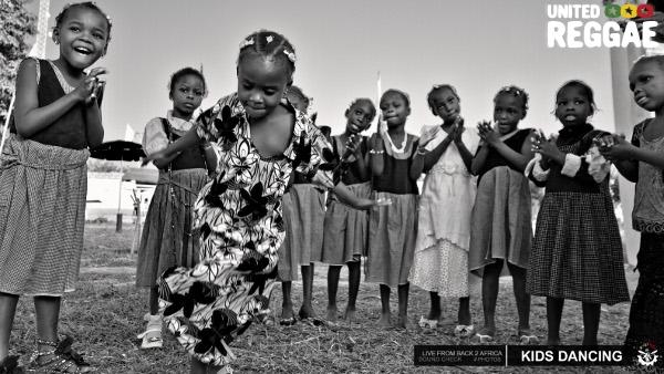 Kids dancing © Aude-Emilie Dorion