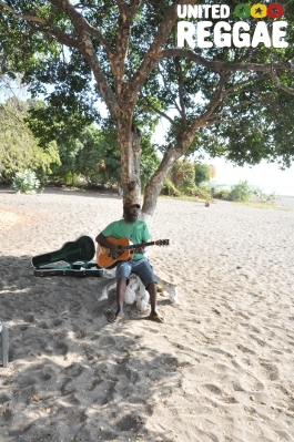 Clinton Fearon at Walsh Beach © Catherine Fearon