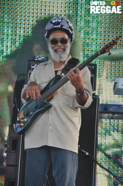 Glen Browne, bass Tarrus Riley © Gail Zucker