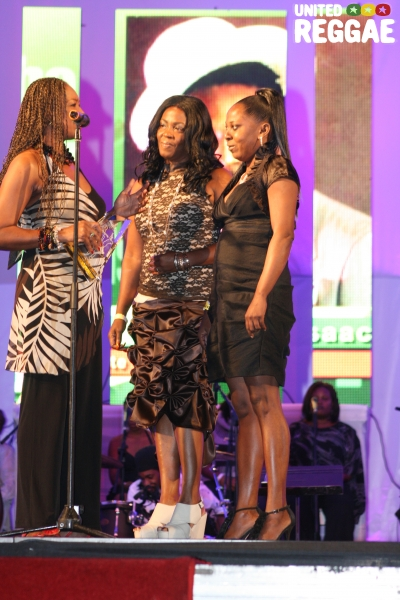 June Isaacs and Gregory's daughter accepting a posthumous award for Gregory Isaacs © Steve James