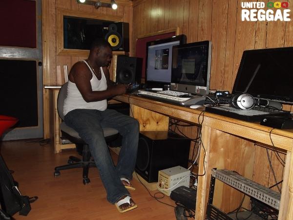 Steve Locke in the studio © Joshua Chamberlain