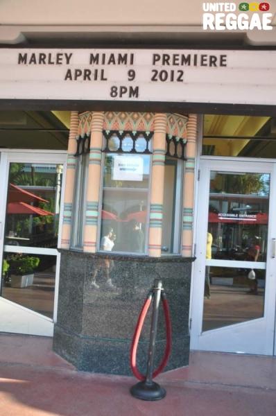 Outside Colony Theater © Gail Zucker