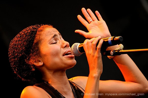 Nneka © Michael Grein