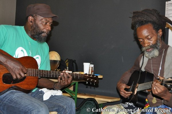 Clinton Fearon and Chinna Smith / Sound check © Catherine Fearon