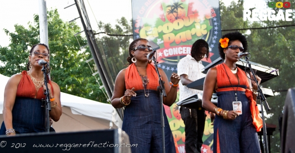 Backup singers © Empress K / Reggae Reflection