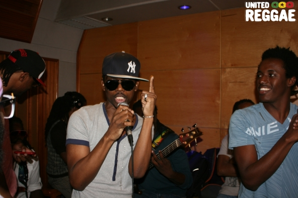 Busy Signal and Romain Virgo in studio © Steve James