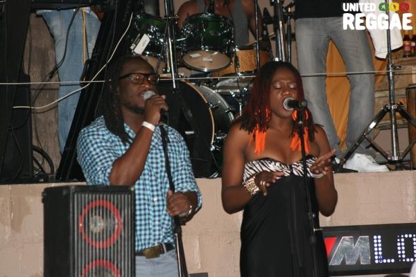Backup singers Ruel and Tamieka Moncrieffe © Steve James