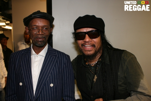 Beres Hammond and Maxi Priest backstage © Steve James