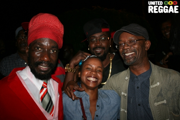 Sizzla, Beenie Man, Beres Hammond and fan backstage © Steve James