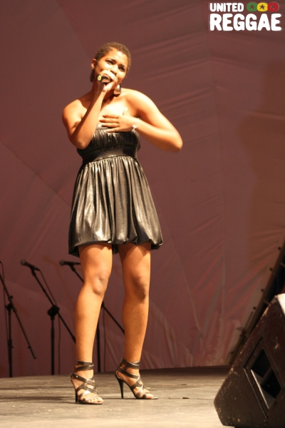 Singer, Samantha Strong © Steve James