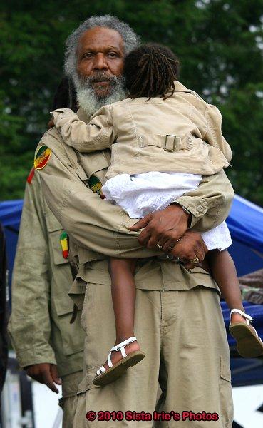 Ras Sela Judah Tafari and Daughter © Sista Irie