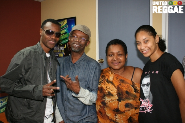 Wayne Wonder, Beres Hammond, promoter Sharon Burke and friend © Steve James