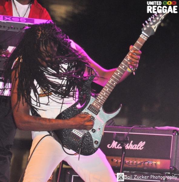 Robert Angue (guitar) © Gail Zucker