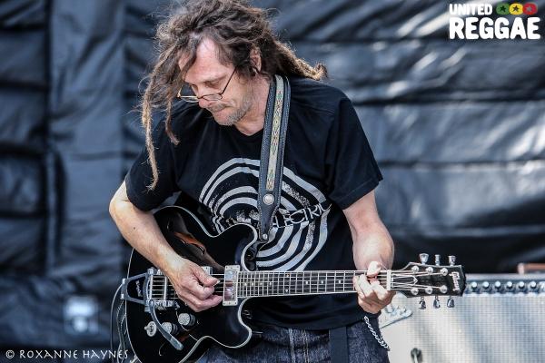 Steve Verhault, Detour Posse guitar © Roxanne Haynes