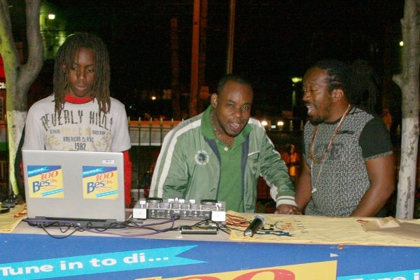 In the center, radio announcer, DC from Bess FM © Steve James