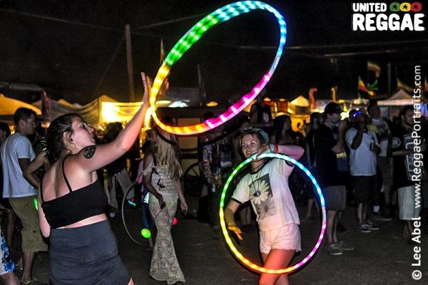 Hula hoops © Lee Abel