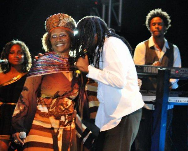 Buju Banton and Marcia Griffiths © Gail Zucker