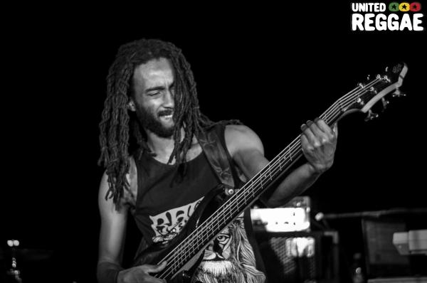 Delroy Hamilton (Raging Fyah) © Tivar Seivwright