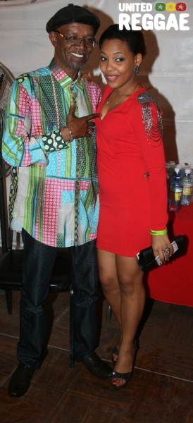 Backstage, Beres Hammond and Fan © Steve James