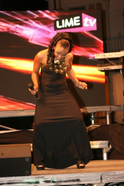 Host Kiki, gets down doing the butterfly dance © Steve James