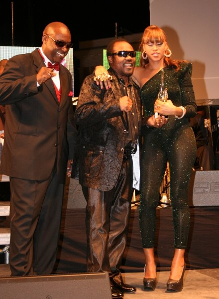 Organizer Richie B and Toots Hibbert delivers award to Eve © Steve James
