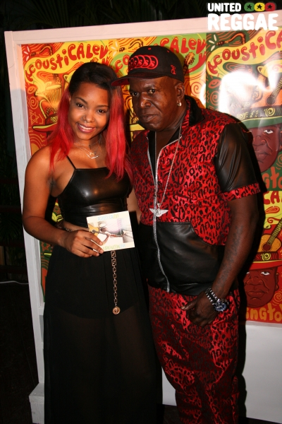 Backup singer Stephanie Wallace and Barrington Levy © Steve James