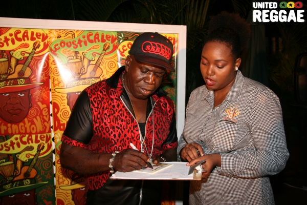 Barrington Levy and fan © Steve James