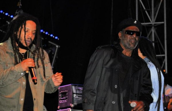 Stephen Marley and Bunny Rugs of Third World © Gail Zucker