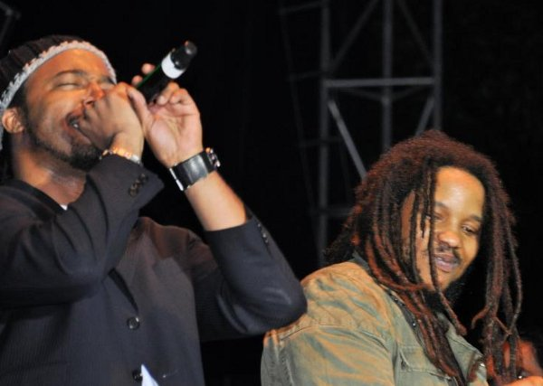 Stephen Marley and family © Gail Zucker