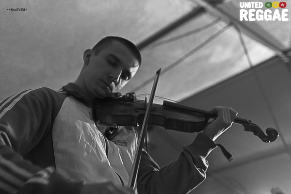 Violinbwoy © Roots Elf