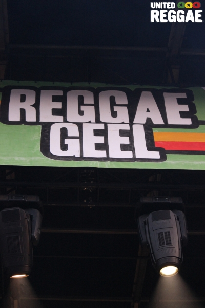Reggae Geel Stage Sign © Veronique Skelsey