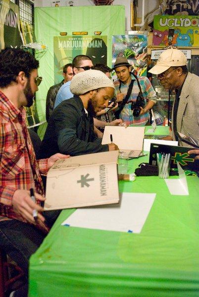 Ziggy Marley signing © Jan Salzman