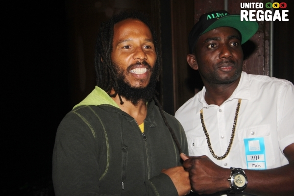 Ziggy Marley & Fan © Steve James