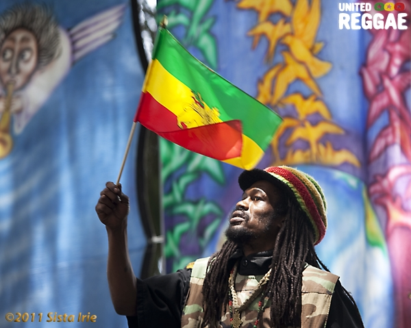 Flag waver © Sista Irie